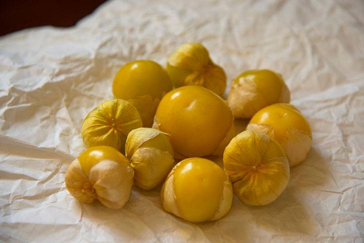 how to know when tomatillos are ready to pick